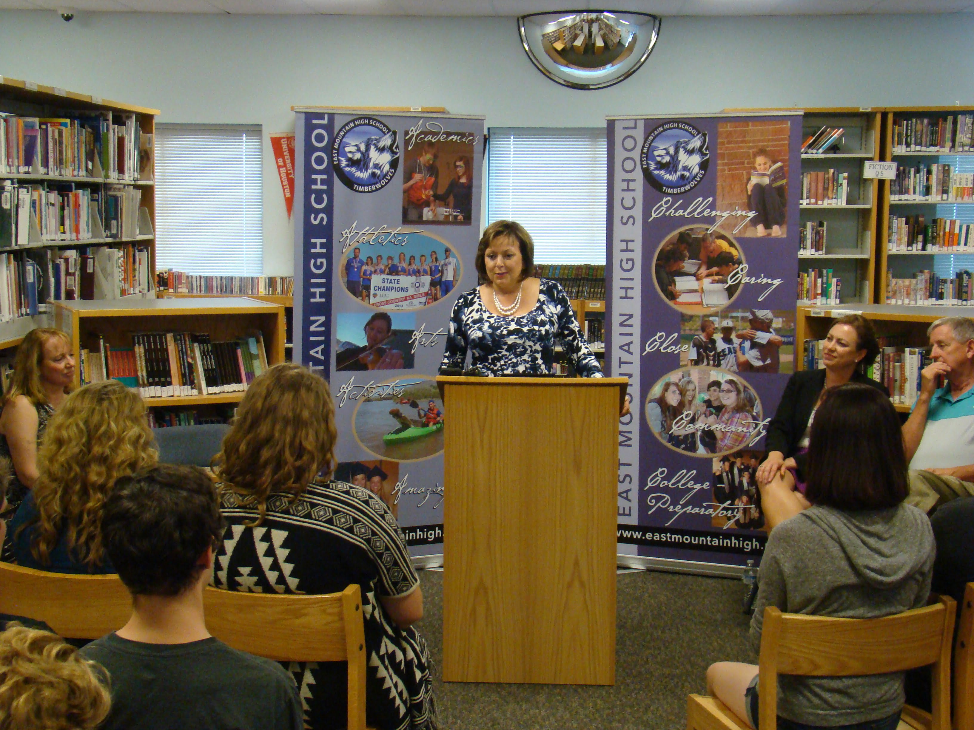 Gov. Martinez touts graduation program at EMHS