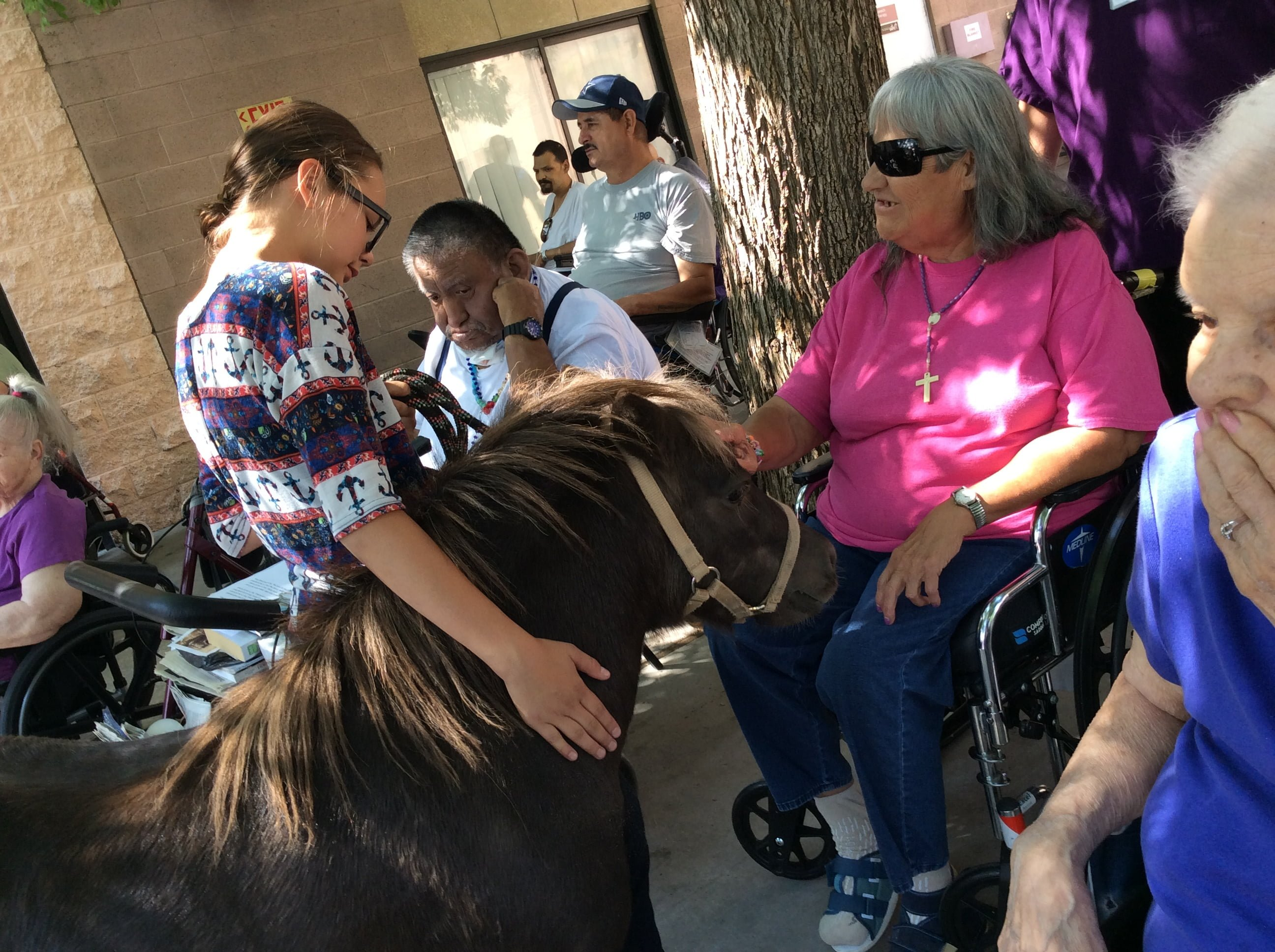 Estancia FFA takes animals to visit old timers in Albuquerque