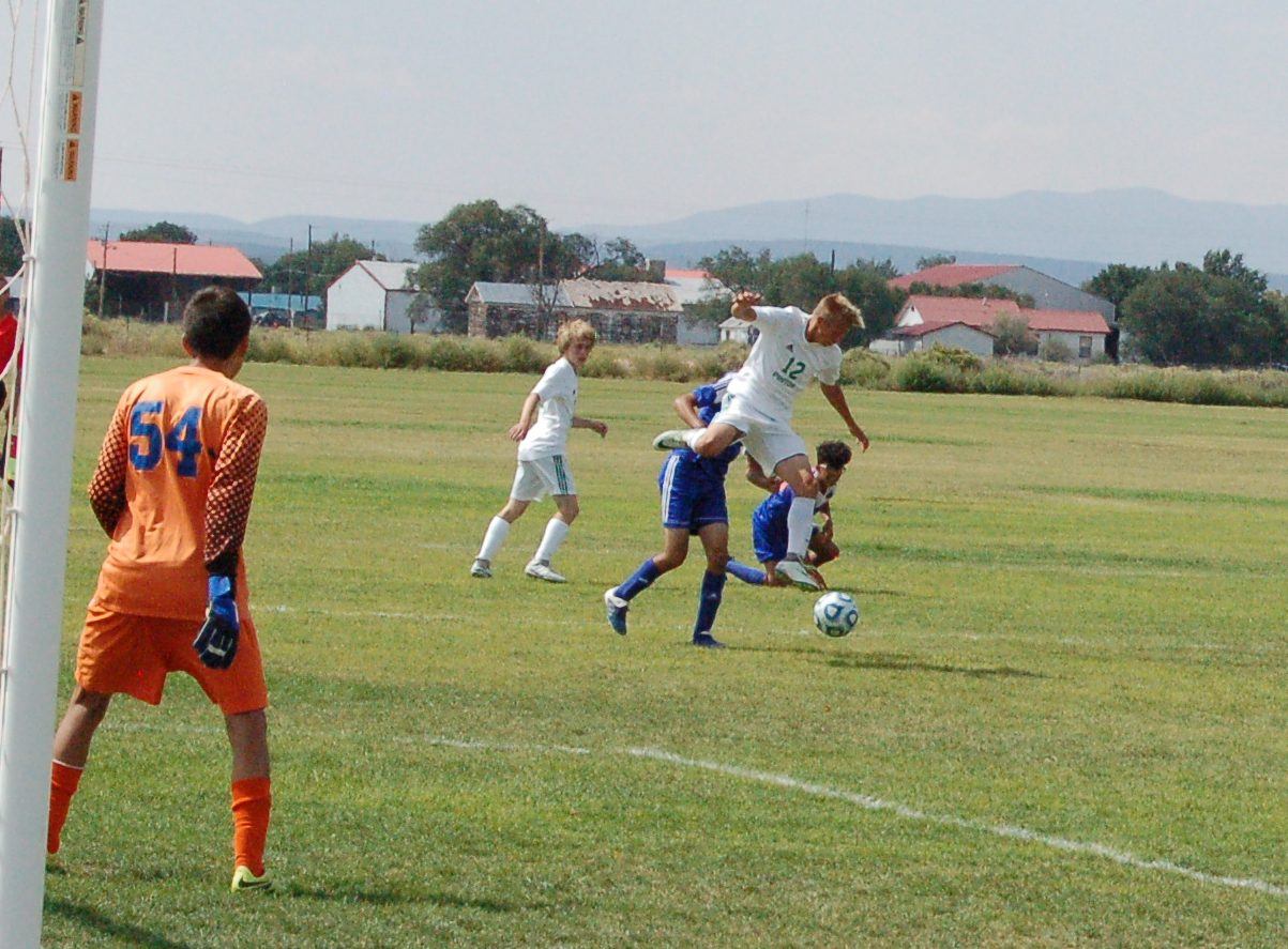 Moriarty boys soccer topples Los Lunas