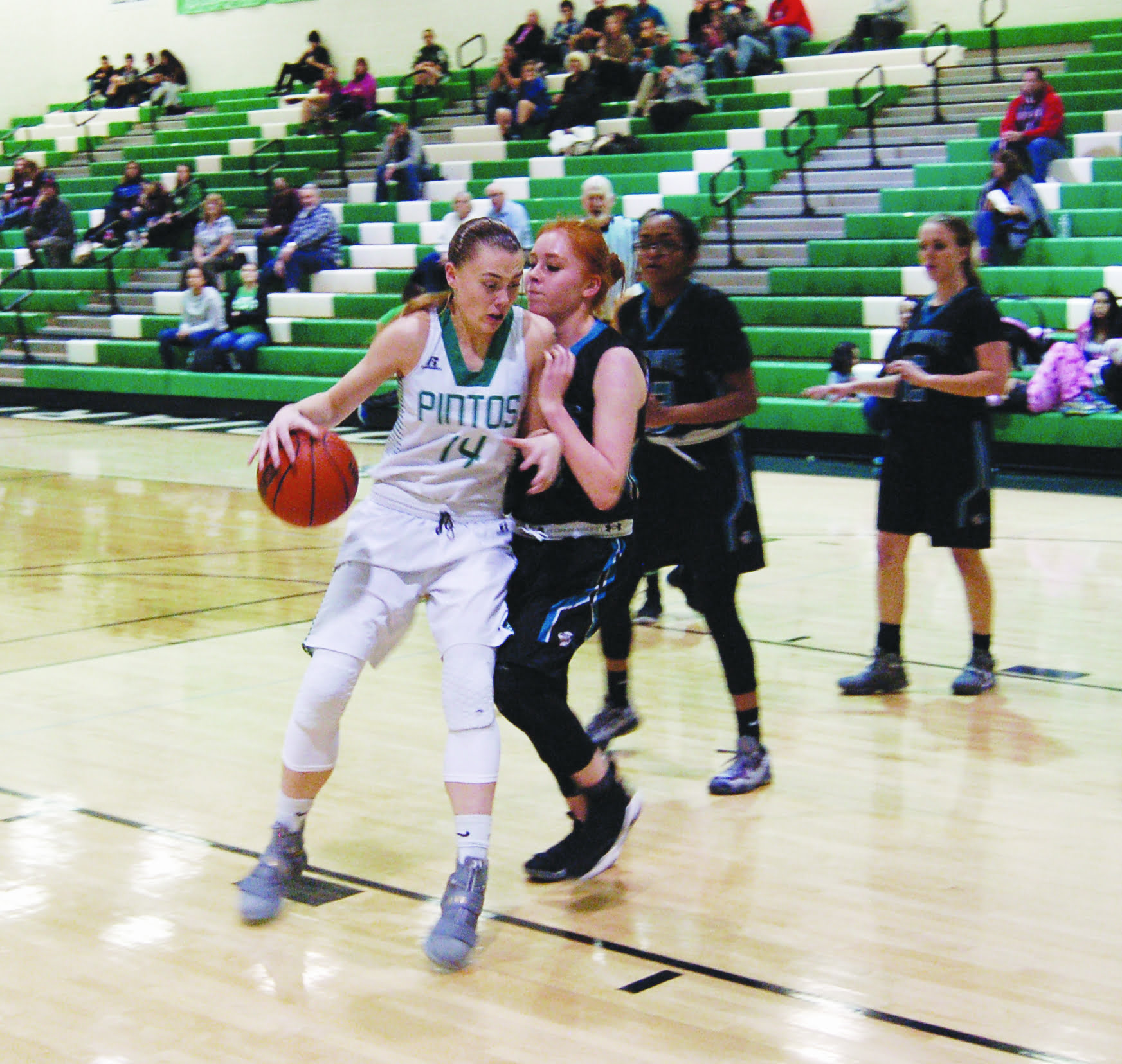 After recent blowouts, Moriarty girls hoopsters perfect at 17-0