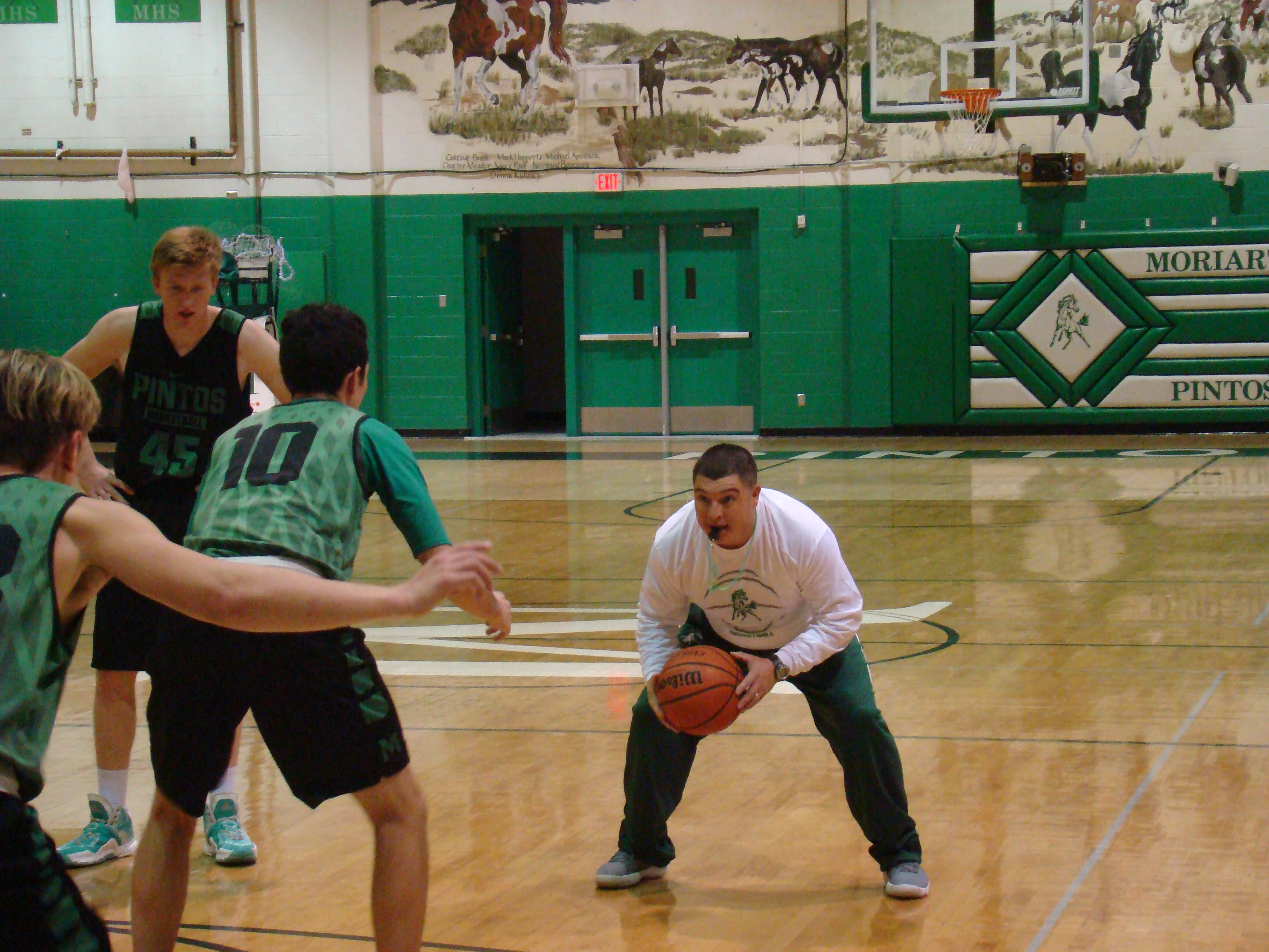New Moriarty basketball coach wants Pintos to be the hardest-working team in the state