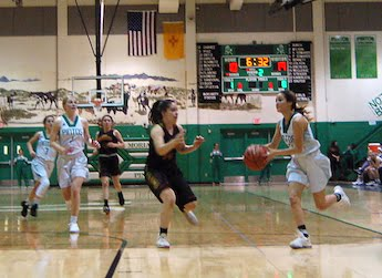Lady Pintos basketball falls to Española Valley