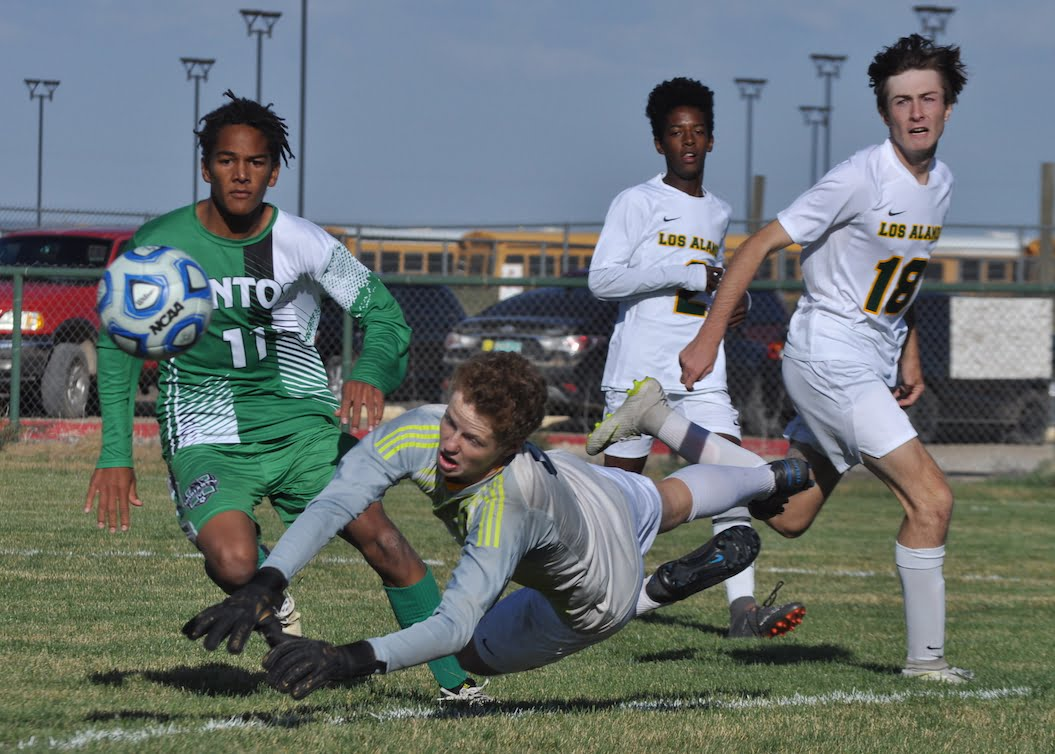Moriarty girls, boys soccer teams win district openers over Pojoaque Valley