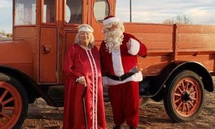 Lions continue long tradition as Mr. & Mrs. Claus